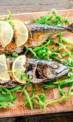 Mackerel baked with salad yogurt and lemon