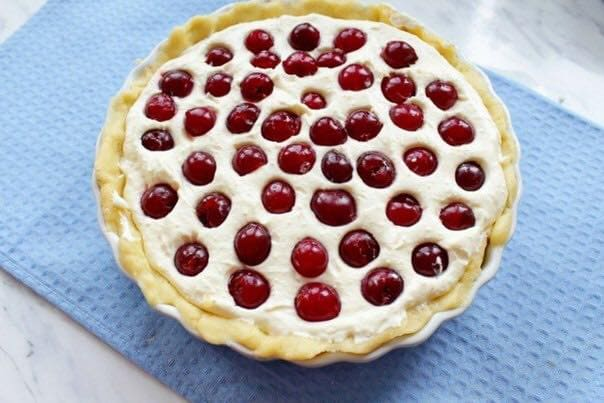 Pie with cottage cheese filling